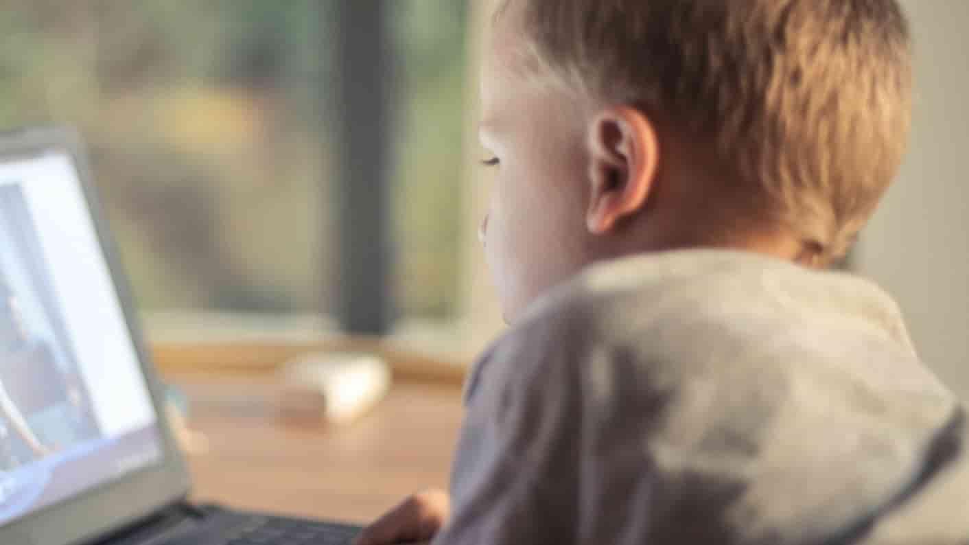 Sohn-internetsuechtig-onlinesuechtig