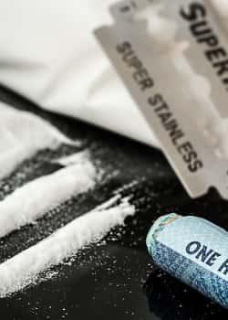 Entzug von Drogen, Heroin, Kokain etc. sollte unter psychiatrischer Aufsicht behandelt werden.